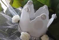 Чудова корона на обручі прикрашена стразами, трояндочками. Зроблена з фоамірану. Ручна робота