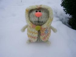 Котя  в пальто ростом 12 см выполнен из мохера (пальто- нитки махра)Глазки и носик - пластик