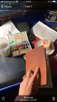 КОД: 10-33 Софт-буки — это дизайнерские кожаные блокноты в мягкой обложке. Каждый элемент этих блокнотов придуман с особым вниманием к деталям — для творческих разработок, записей сокровенных мыслей, создания эскизов и делового планирования. 100% ручная работа. Вы можете выбрать любую кожу из наличия для этого блокнота. ( черный, синий, шоколад, коньяк, бордо, изумруд ) - 100% натуральная кожа Crazy Horse Состоит блокнот из 60 листков (2 сменных блока по 30 листов) акварельной бумаги отличного качества. Цветность бумаги можно выбрать: белая, слоновой кости  Формат А5 Возможный формат: А4, А5, А6, longer-21/12см. Цена зависит от формата.  Важно! После заказа всегда более подробно уточняйте комплектацию и технические характеристики выбранной модели.