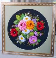 Картина выполнена атласными лентами разного размера и оттенков на качественном принте, оформлено в паспарту.