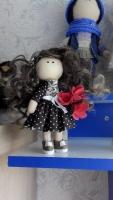 Новинка!Куколка брелок в стиле Тильда.Высота куколки 15см,стоит сама.Очень милая и красивая куколка.Можно вешать на сумку или для интерьера.А так же можно заказать такую как Вы желаете.