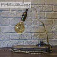 """На замовлення. Термін виготовлення: 5-7 робочих днів.  Настільна лампа """"Pride&Joy"""", виготовлена з авто-деталей, метала і натурального дерева, з лампою Едісона. Ручна робота з індивідуальним дизайном. Встановлено димер для регулювання яскравості світла на будь-який смак.  особливості: - З унікальних автодеталей і натурального дерева; - Встановлено диммер; - Довжина шнура - 150 см .; - Стандартний патрон; - Лампа Едісона входить в комплект;  Основа: 20 cm x 15 cm x 2,5 cm Висота: 35 cm Вага: 2 kg  Дану модель можна виготовити під замовлення в необхідній кількості. Авто-деталі можуть трохи відрізняться від заявлених на фото."""