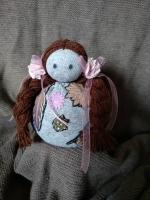 """Лялька-зернівка. Чудова інтер""""єрна прикраса, оберіг, символ жіночої енергетики. З натуральної тканини. Наповнювач - пшенична крупа."""