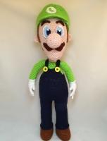Вязаная кукла Луиджи (персонаж видеоигры, младший брат Марио). Размер – 47 см. Материалы – акриловая пряжа, наполнитель – холлофайбер.