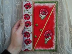 Блокнот на 96 аркушів в клітинку. Розфарбований фарбами і покритий лаком, прикрашений стрічкою, бусинами.