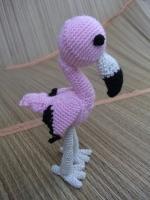 Маленький розовый фламинго выполнен из акриловой пряжи, наполнитель - холофайбер.