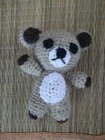 Маленькая игрушка медвеженок игрушка для деток, сувенир или же можно сделать брелочком. Сделана из полушерстянной пряжи, наполнитель-холофайбер.