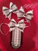 """набір """"Шкільний-1"""": резиночки - бантики -2 шт., галстук - 1 шт. Колір - білий та чорний."""