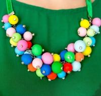 """МАТЕРІАЛИ: Намисто """"Кольорові намистинки"""" виконане із полімерної глини у вигляді кольорових кульок, які кріпляться до срібного ланцюжка. Продовженням ланцюжка є бархатна стрічка зеленого кольору.  РОЗМІР: Довжина 60 см. та 4 см. продовжувач"""