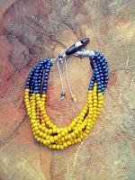 Намисто ′Жовті Кали′ – це стильна та оригінальна прикраса. Ідеально доповнять ваше вечірнє вбрання та повсякденний одяг. З цими намистом ви будете виглядати витончено і вишукано. Матеріал: дерево, металева фурнітура.