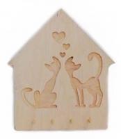 Влюбленные коты деревянной ключницы оригинально дополняют изделие, которое сейчас часто используют и как дополнение декора прихожей. Коты с сердечками на ключнице как символ крепкой и счастливой семьи станут изюминкой вашего очага, а ваши гости не останутся равнодушными к ней. Разместить ключницу можно в любом подходящем месте прихожей, подвесив к стене или другой поверхности за предусмотренное крепление. С ее использованием вы всегда будете уверены в том, что все ключи на своем месте. Наши ключницы выполнены из фанеры 10 мм., их можно покрасить акриловой краской или покрыть лаком чтобы не вносить особых контрастов в интерьер. В каталоге представлены различные варианты исполнения. Принимаем заказы на изготовление деревянных ключниц по индивидуальному эскизу.  Купить ключницу на стену с котами вы можете оформив заказ на сайте компании «Своє Краще». Больше ключниц смотрите в нашем каталоге https://www.svoekolo.com.ua/assortiment/predmeti-dekora/klyuchnitsy-nastennyye-derevyannyye/ и заказывайте с доставкой в ваш регион.
