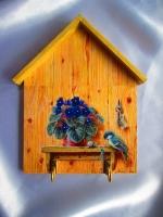 Настенная ключница — это вещь полезная и нужная в каждом доме. Ключи сохранит, да и нервы домочадцев — тоже:) Ведь теперь не придется искать связку перед выходом из дома, запамятовав, куда накануне вечером она была небрежно брошена.Ключница ′Маленький повелитель ключей′ выполнена в технике декупах с использованием мотива английского художника Маркуса Стоун (Marcus Stone). Размер 150 х 200 мм. Работа покрыта тремя слоями акрилового лака на водной основе Все материалы не токсичны.Также такую вещицу можно использовать как вешалку для вещей в детской или полотенец на кухне..