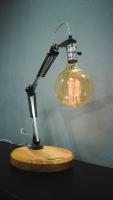 """Настільна лампа """"Pride&Joy"""", виготовлена з авто-деталей, металу і натурального дерева, в стилі """"Loft"""" з лампою Едісона. Ручна робота з індивідуальним дизайном. Встановлено диммер для регулювання яскравості світла на будь-який смак.  особливості: - З унікальних авто-деталей і натурального дерева; - Встановлено диммер; - Довжина шнура - 150 см .; - Стандартний патрон; - Лампа Едісона входить в комплект;  Основа: діаметр 24 cm; висота: 4 cm Висота: 55 cm Вага: 2,5 kg"""