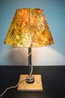 """На замовлення. Термін виготовлення: 5-7 робочих днів.  Настільна лампа з абажуром """"Pridе&Joy"""", виготовлена з авто-деталей і натурального дерева. Ручна робота з індивідуальним дизайном. Встановлено димер для регулювання яскравості світла на будь-який смак і вмикач-ланцюжок.  особливості: - З унікальних автодеталей і натурального дерева ;; - Встановлено диммер і вмикач-ланцюжок; - Довжина шнура - 150 см .; - Стандартний патрон; - Лампа входить в комплект;  Основа: 15 cm x 15 cm x 2,5 cm Висота: 45 cm Вага: 2,5 kg  Дану модель можна виготовити під замовлення в необхідній кількості. Може бути відмінність у деталях ніжки. Абажур, можна підібрати індивідуально."""