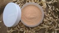Минеральная пудра состоит исключительно из измельченных  в пыль натуральных минералов. . Минералы не сушат кожу, они увлажняют, питают и снимают воспаления, лечат и подсушивают прыщики и сыпь! Химический состав пудры характеризуется высоким содержанием натуральных полезных веществ- микроэлементов, аминокистлот. В составе – мика серицит (этот минерал рассеивает и отражает свет, выравнивая цвет кожи, отчего лицо выглядит моложе, а кожа – свежее), шелковая мика(природная защита от солнца, делает макияж стойким), диоксид титана, оксид цинка (подходит для чувствительной, кожи,обладает хорошим солнцезащитным уровнем (SPF 15),антимикробное, противовоспалительное, антисептическое действия, хорошо абсорбирует, профилактика комедонов, уменьшает секрецию кожного сала), рисовая пудра (освежает кожу лица, «маскировка» морщинок, выравнивание тона кожи, сатиновый эффект), жемчужная пудра (источником красоты и молодости царицы Клеопатры считалась именно жемчужная пудра – она отбеливает кожу, улучшает и выравнивает ее цвет, устраняет пигментацию, мощный антиоксидант), пигменты. 5 г - 150 грн