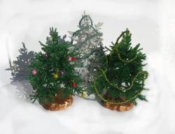 Новый год не за горами. Ёлочки уже распушили свои веточки и принарядились к празднику. Ёлочка из бисера будет прекрасным новогодним подарком Вам и Вашим близким. Высота деревца 10 см.