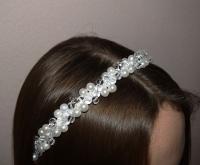 В работе использованы материалы: основа-обруч металлический, бусины. Красивое украшение для волос!