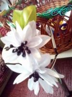 """обруч """"Лотос"""" - чарівне доповнення до святкового образу маленької принцеси. В наявності білого та оранжевого кольору, можна виготовити на замовлення будь-якого кольру за Вашим замовленням"""