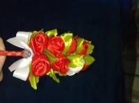 Обручи для волос в стиле канзаши. Отлично украсят прически подружек невесты и праздничные прически на корпоративных вечеринках бутончики роз диаметром 2-3см.На обруче сбоку располагается от 9 до 15 бутончиков (под заказ). в конце бантик со стразовой серединкой или полубусиной (под заказ)