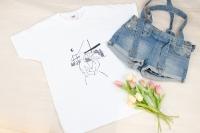 Пропонуємо оригінальни футболки з малюнком ручної роботи. Кожен елемент виконаний фарбами та з великою любов