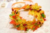 Осенний венок веночек на голову из листьев на праздник осени