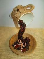 Парящая чашка с кофе - символ изобилия.