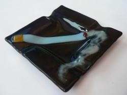 Пепельница из стекла ручной работы, изготовленная по технологии фьюзинг. Размер 10 х10см.