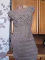 Платье из хлопковой пряжи идеально подойдет к летнему образу.