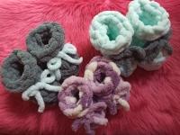 Плюшевые пинетки для малышей.   На 4-12 месяцев.   Размер: 12 см   Воздушные, пушистые, теплые. Гипоалергенная пряжа, ножки не потеют, комфортные ощущения. Красивая и большая палитра.     Серые в наличии  Повторю в любом цвете.