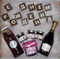 Варианты оформления подарочных наборов для наших любимых на любой праздник❤️?  Шоколадные буквы и слова вы выбираете сами (сделаем любое слово из шоколадных букв).  Бутылочки можно алкогольные или шоколадные.  Состав набора можно изменять, исходя из ваших пожеланий (смотрите примеры наборов и комбинируйте на свой вкус).  Также можно добавить любую шоколадную фигурку из нашего ассортимента. Заказывайте заранее!!!  Срок изготовления – 1-3 рабочих дня.