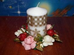 Подставка под свечку ручной работы!Цветы из холодного фарфора вылеплены в ручную.Свечку можно менять.Стоимость с свечкой,можно и без.пишите на эмайл или личное сообщение