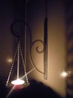 """Уникальный настенный подсвечник для свечей типа """"таблетка""""."""
