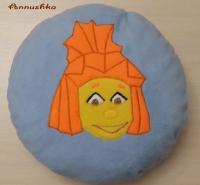 Мягкая декоративная подушка ручной работы, изготовленная из флиса по рисунку ребенка, станет приятным подарком и хорошим дополнением интерьера для Вас и Ваших близких. Изготавливается на заказ в течении 1-3 дней. Возможно изготовление в других цветах.  * Размер - 40х40 см (квадратная); 36х36 см (круглая).  * Наполнитель - холлофайбер. * Ткань - флис. Цена: 200 гривен (вышивка с одной стороны); 300 гривен (вышивка с обеих сторон).  Возможны варианты изготовления по рисункам ваших детей и вашим эскизам.  Отправка Новой почтой, Укрпочтой по всей Украине наложенным платежом или по предоплате.