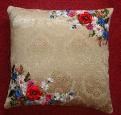 Диванная подушка вышита атласными лентами, мулине и бисером. Основа - гобелен телесно-кремового цвета, на молнии. Это прекрасное украшение для интерьера Вашего дома. С удовольствием выполню заказ.