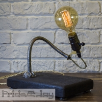 """На замовлення. Термін виготовлення: 5-7 робочих днів.  Настільна лампа """"Pride&Joy"""", виготовлена з авто-деталей, метала і натурального дерева, з лампою Едісона. Ручна робота з індивідуальним дизайном. Встановлено димер для регулювання яскравості світла на будь-який смак.  особливості: - З унікальних автодеталей і натурального дерева; - Встановлено диммер; - Довжина шнура - 150 см .; - Стандартний патрон; - Лампа Едісона входить в комплект;  Основа: 25 cm x 15 cm x 4 cm Висота: 35 cm Вага: 2 kg  Дану модель можна виготовити під замовлення в необхідній кількості. Авто-деталі і шия можуть трохи відрізняться від заявлених на фото."""