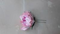 Роза на шпильке сделана из фоамирана. Материал не боится влаги. Ручная работа.