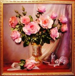 """Картина """"Розовое настроение"""" выполнена на качественном принте атласными лентами, бисером, мулине, декор- бусы. Подарите любимой женщине, она по достоинству оценит Ваш изысканный вкус!"""