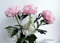 Белые пионы: Высота цветка 45 см, диаметр соцветия 13 см.   Розовый пионы: Высота цветка 55 см, диаметр соцветия 15см.   Количество пионов в букете по желанию.   Чистка сухой кистью.  ЦЕНА:   1 белый пион - 750 грн. 1 розовый пион - 950 грн.