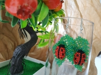 """Серьги выполнены из чешского бисера Preciosa в техниках мозаичного плетения(листики) и ручного ткачества (божьи коровки). Листики очень красиво переливаются на солнце за счёт напыления типа """"бензин"""". Божьи коровки объёмны и держат форму за счёт наполнителя.  Общая длина - 6,5 сантиметров; Длина бисерной части - 4 сантиметра; Ширина - 2,5 сантиметра; Тип швензы - крючок, но возможна замена на другой тип по желанию заказчика;  Возможна вариация цветов и изготовление изделий под заказ) Индивидуальный подход и удовольствие от покупки гарантирую)))"""