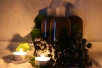 Шампунь Травяной Отвар целебных трав и натуральные масла в сочетании с талой водой. Это основа травяного шампуня,  которая восстановит и обогатит усталые волосы. Только естественные продукты    природы могут восстановить и направить на правильный рост наши волосы.  Подходит для всех типов волос. Состав: Талая вода, карпатский мёд, гуар. Травы: аир, мята, любисток, чабрец, зверобой, бессмертник, тысячелистник, кирказон. Эфирные масла:  роза абсолютная, мята, лемонграсс.