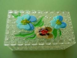 Шкатулка из стекла ручной работы, изготовленная по технологии фьюзинг. Размер 13,5х7,5х6 см. Сделаю на заказ. Изготовление возможно по ваших размерах и в выбранной гамме цветов. Срок изготовления 7-10 дней. Точная копия не возможна.