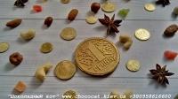 Шоколад: черный, молочный, белый (или их сочетание) Варианты наполнителей для шоколада: Апельсиновые цукаты, Аромат грейпфрута, Аромат мяты, Без наполнителя, Ваш вариант сочетания (напишите в комментариях), Вяленая вишня, Вяленая клюква, Грецкий орех (в комментариях укажите цельный или дробленый), Лесной орех (в комментариях укажите цельный или дробленый), Желейные конфеты, Изюм, Какао, Кокосовая стружка, Курага, Миндаль (в комментариях укажите цельный или дробленый), Миндальные хлопья, Молотый черный перец, Кайенский перец, Порошок имбиря, Семечки подсолнуха, Семечки тыквы, Соль, Стреляющая карамель, Чернослив, Ягоды годжи Если желаете добавить одни или несколько наполнителей, напишите об этом в комментариях. Вес 17 грамм Размеры: 55 мм. Срок годности: С наполнителем — 3-4 недели, без наполнителя до 3 месяцев (при соблюдении условий хранения). Условия хранения: хранить при температуре 18±3°C и влажности воздуха не более 75%