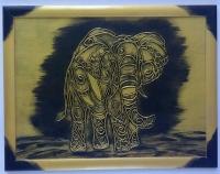 Могутня тварина в науці Фен-Шуй уважається дуже мудрим і щасливим. Він символізує сталість і надійність. Фахівці впевнені, що хобот слона здатний притягати процвітання й успіх у житло. Установлювати фігуру потрібно біля вікна так, щоб хобот був повернений на вулицю, саме в цьому положенні він буде притягати в житло удачу. Якщо розгорнути слона хоботом у приміщення, то це буде значити, що в житло вже є успіх і удача Цей амулет усуває погану енергію з кутів житла. Крім того, добра тварина є справжнім втіленням могутньої сили. Щоб слон допомагав родині в кожній справі й залучав у житло тільки гарних людей, фахівці рекомендують ставити його в південно-східній або північно-західній частині квартири.