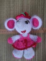 Слоник-девочка выполнена из полушерсти, наполнитель-холофайбер. Замечательная игрушка для малышей. В наличие есть игрушка слоник-мальчик. При покупке пары предоставляю скидку 10%.