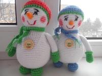 Сніговичок стане чудовим подарунком для Вашої малечі, подарує море чудових емоцій та вражень! Наповнення-синтепон. Пряжа-акрил.