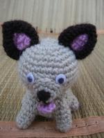 Маленькая игрушка для деток или как сувенир, а также можно сделать брелок. Выполнена из полушерстянной пряжи, наполнитель - холофайбер, глазки пластиковые.
