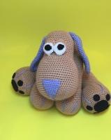 Вязаная игрушка собака. Материалы – акриловая пряжа, наполнитель – холлофайбер. Размер – 35 см.
