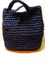 Сумка - шоппер из трикотажной пряжи отлично подойдёт для прогулок или покупок. Удобная, небольшого размера и компактная. Сделана из трикотажной пряжи 100 % хлопок. Размеры: ширина 31 см высота до ручек 25 см высота с ручками 31 см Размеры дна сумки: ширина 10 см длина 24 см Для закрытия сумки есть затяжка. При желании её можно снять.
