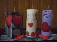 Свечи ручной работы - валентинки. Прекрасный подарок для любимых на день любви. Чудесное украшение романтического вечера. Свечи представлены в двух размерах: Цилиндрические свечи по 60 грн, прямоугольные - 75грн. Время горения свечей более суток.