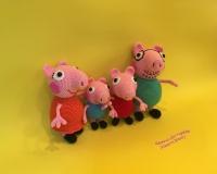 Вязаные герои мультфильма ′Свинка Пеппа′ – Мама Свинка, папа Свин, Джордж и Пеппа. Размеры: Мама Свинка – 21 см, папа Свин – 22 см, Джордж – 14 см, Пеппа – 17 см. Материалы – акриловая пряжа, наполнитель – холлофайбер.  Цена указана за одного персонажа!
